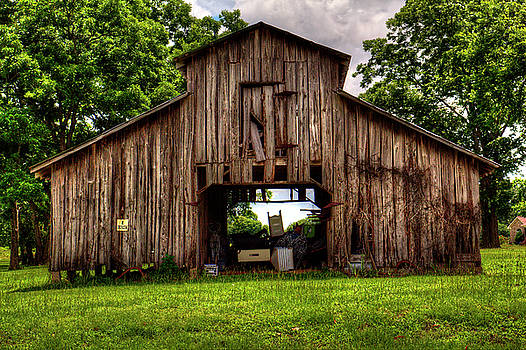 The Barn by Ester Rogers