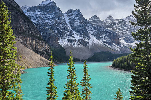 The beautiful color of lake Moraine by Daniela Constantinescu