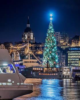 The beautiful, freshly renovated Katarina church and the gigantic Christmas tree in Stockholm by Dejan Kostic