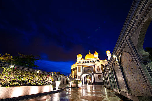 The Beauty of Masjid Jame Asri Hassanal Bolkiah by Ibrahim  Aziz