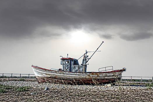 The boat by Angel Jesus De la Fuente
