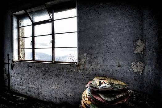 THE BOOK THE WINDOW THE WINTER. MELANCHOLY - Il libro, la finestra, l'inverno. Malinconia by Enrico Pelos