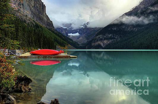 Wayne Moran - The Breathtakingly Beautiful Lake Louise Banff National Park