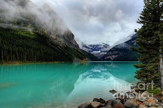 Wayne Moran - The Breathtakingly Beautiful Lake Louise VI