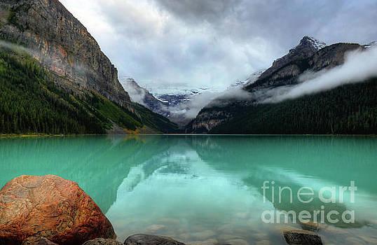 Wayne Moran - The Breathtakingly Beautiful Lake Louise VIII