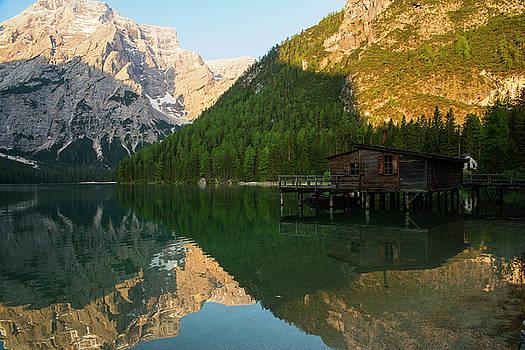 The cabin hut by Yuri Santin