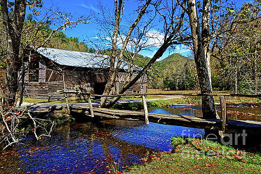 Paul Mashburn - The Caldwell Barn