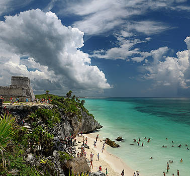 Reimar Gaertner - The Castle pyramid ruin at Tulum Mexico with sea cliff and sand