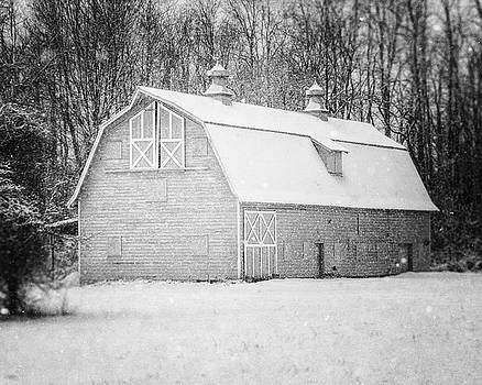 Lisa Russo - The Charlton Barn in the Snow in Black and White