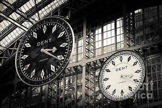 Peter Noyce - The Dent clock and replica at St Pancras Railway Station