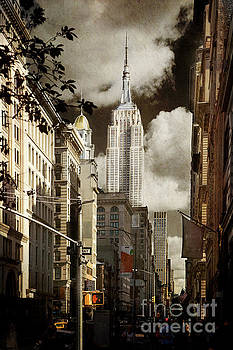The Empire State Building by Elena Nosyreva