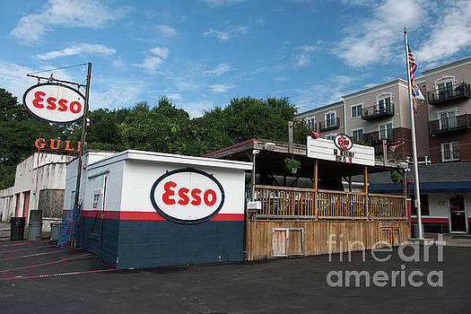 The Esso Club by Dale Powell