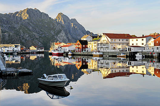 The fishing village Henningsvaer on Lofoten by Intensivelight