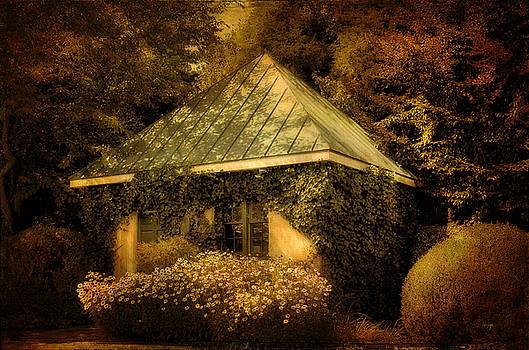 Lois Bryan - The Gatehouse