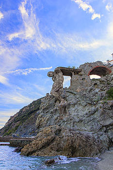 The Giant of Monterosso by Rick Starbuck