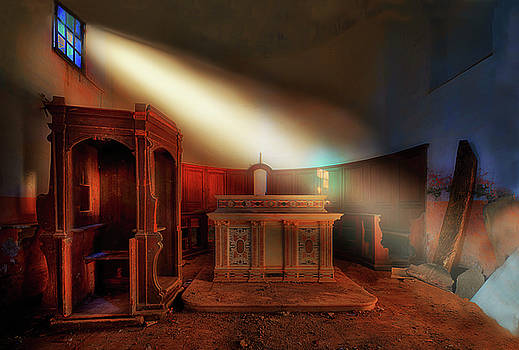 Enrico Pelos - THE LIGHT IN THE ABANDONED CHURCH - La luce nella chiesa abbandonata