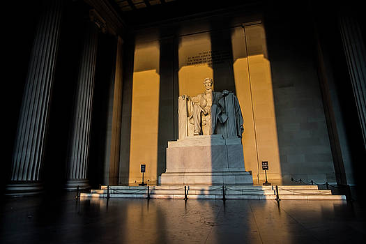 The Lincoln Memorial at sunrise by Sven Brogren