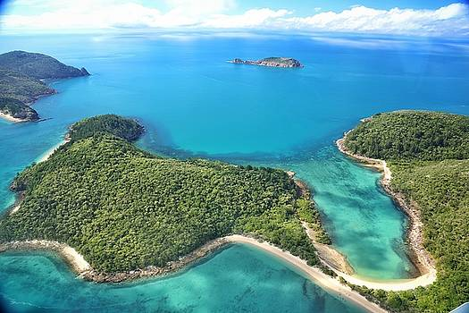 The Lindeman Group of islands in the Whitsundays by Keiran Lusk