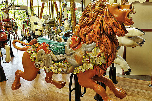 LAWRENCE CHRISTOPHER - THE LION BUTCHART GARDENS