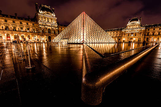 The Louvre by Kelvin Trundle