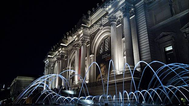 The MET Museum at Night by Cameron Dixon