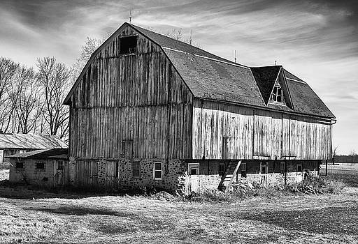 The Old Barn by John Roach