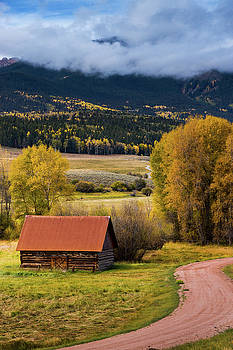 The Old Barn On Ohio Pass by John De Bord