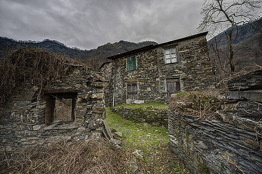 Enrico Pelos - THE OLD HAMLET OF THE ABANDONED VILLAGE