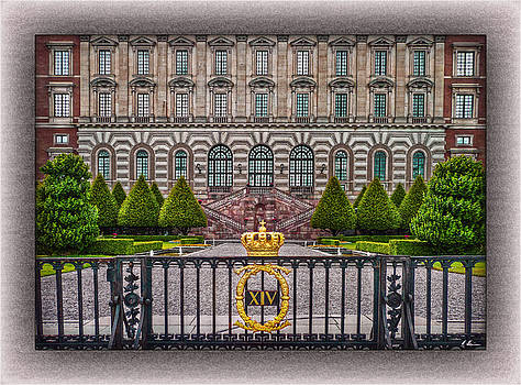 The Palace Courtyard by Hanny Heim