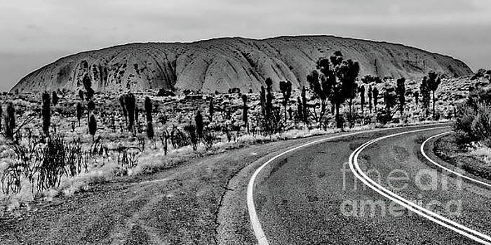 Tim Richards - The Road to Uluru BW