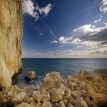 Angel  Tarantella - the rocky coast