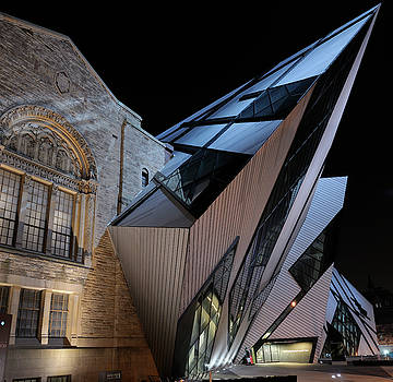 Reimar Gaertner - The Royal Ontario Museum with attached Crystal at night in Toron