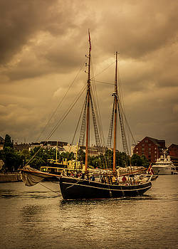 The Sailboat by Andrew Matwijec