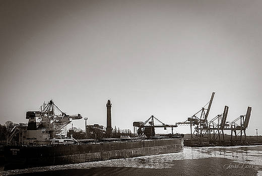 The seaport in Swinoujscie-Braun-White.jpg by Laura Denis