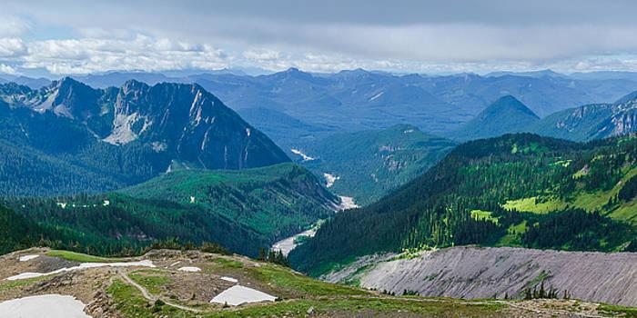 The Cascade mountains in Washington by Matthew MacPherson