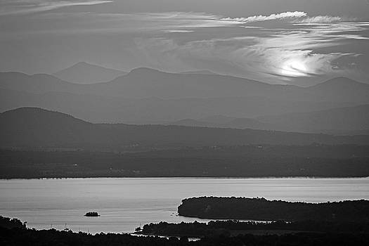 Toby McGuire - The sun goes down over Lake Champlain and the Adirondacks from Mount Philo Charlotte Vermont BW