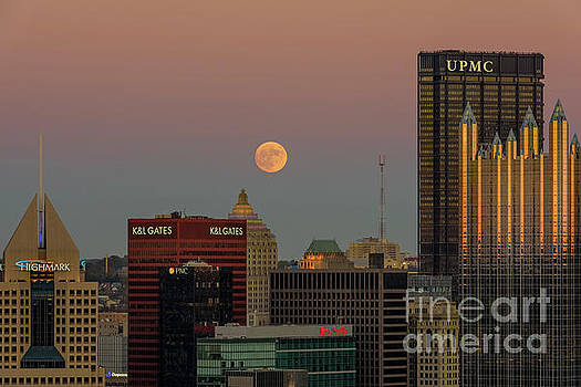 Dr Regina E Schulte-Ladbeck - The Super Moon over Pittsburgh