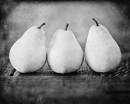 Lisa Russo - The Three Pears in Black and White