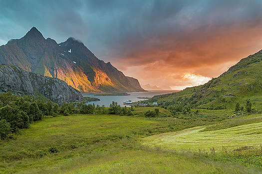 The valley of light by Frank Olsen