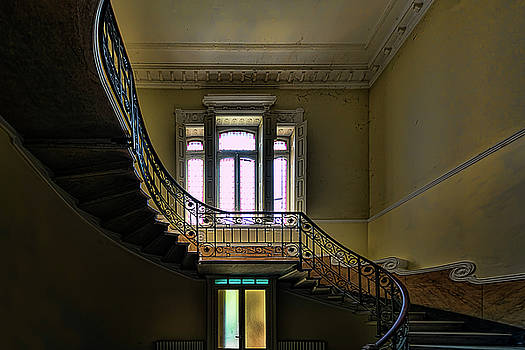Enrico Pelos - THE VILLA OF THE GREAT STAIRCASE - LA VILLA dello SCALONE
