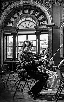 The violinists by Livio Ferrari