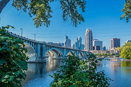 Third Avenue Bridge Over Mississippi River by Lonnie Paulson