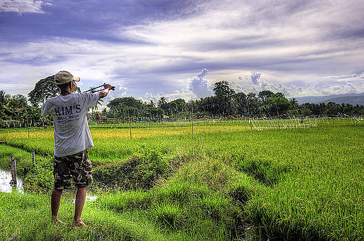 Paul W Sharpe Aka Wizard of Wonders - This is the Philippines 7 - Keeping the Birds at Bay