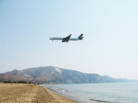 Newnow Photography By Vera Cepic - Thomas Coom airplane across Kalamitsi beach on island of Zakinth