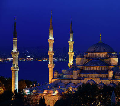 Reimar Gaertner - Three lit minarets of the Blue Mosque at dusk on the Bosphorus S