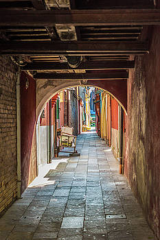 Lisa Lemmons-Powers - Through the Arch in Burano