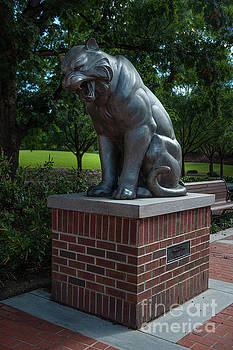 Tiger Statue by Dale Powell