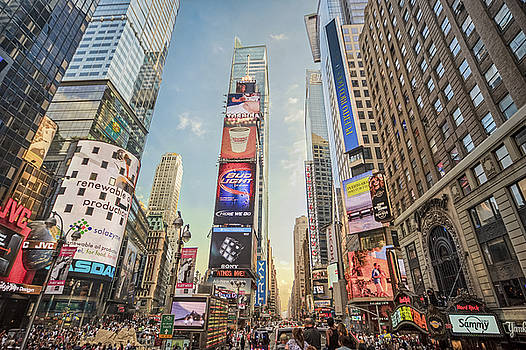 Times Square Hustle by Ray Warren