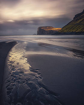 Tjornuvik Beach by Tor-Ivar Naess