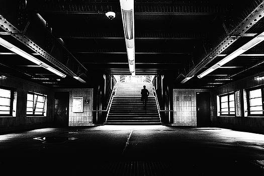 To the platforms - street photography by Frank Andree